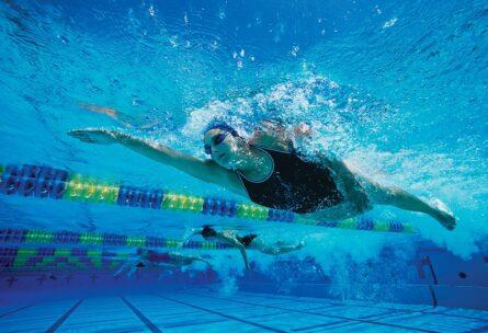 swim_woman_stroke_under_copy-1016x640